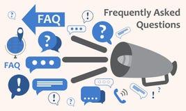 Orador com muitas marcas de exclamação das perguntas O ícone do tema da troca de informação, recolhe e analisa a informação Respo Imagem de Stock