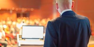 Orador en el congreso de negocios Imagen de archivo libre de regalías