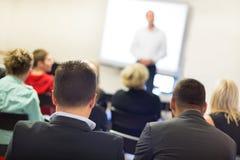 Orador na convenção e na apresentação do negócio Imagens de Stock