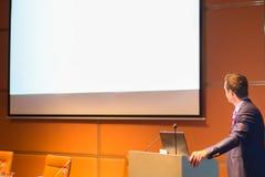 Orador público na conferência de negócio Fotos de Stock Royalty Free