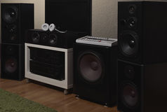 Oradores dianteiros de uns 7 1 sistema de som da fidelidade de THX Imagem de Stock Royalty Free