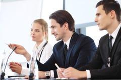 Oradores na reunião de negócios Imagens de Stock Royalty Free