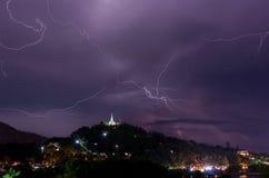 Orage avec des boulons de foudre sur le thaïlandais Photo stock