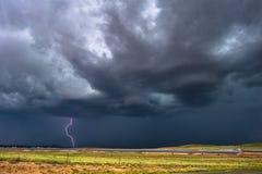 Orage avec les nuages et le ciel foncés Image libre de droits