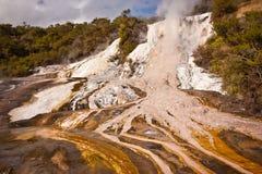 Orakei Korako geotermiskt område, norr ö, Nya Zeeland Arkivbilder