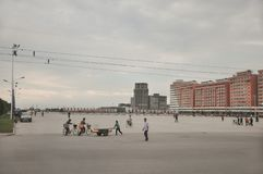 09/01/2018, Orang, Norte-Corea: El cuadrado de ciudad grande parece siempre un pequeño overscaled en Corea del Norte  Es generalm fotografía de archivo libre de regalías