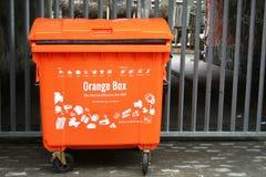 Orange Abfalldose Stockfotos