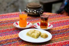 Orange and apple Turkish tea with baklawa Stock Photography