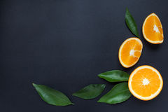 Orange auf einem schwarzen Hintergrund Lizenzfreie Stockfotografie