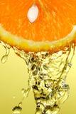 Orange avec de l'eau Photographie stock