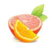 Orange avec des feuilles d'isolement sur le chemin blanc de fond et de coupure Image stock