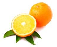 Orange avec la coupe de moitié d'isolement sur le fond blanc Image stock