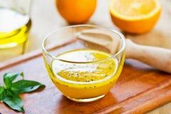 Orange avec le vinaigrette noir de sésame photographie stock