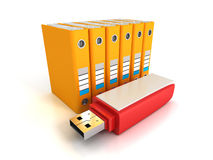 Orange Büroringmappen mit rotem usb-Blitz fahren Lizenzfreies Stockfoto