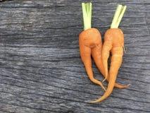 Orange Babykarotte auf hölzernem Hintergrund Lizenzfreie Stockfotografie
