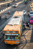 555 Orange Bangkok-Bus Lizenzfreies Stockfoto