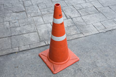 Orange Basis PVC-Verkehrskegel Stockfotografie
