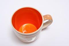 Orange Becher lizenzfreie stockfotografie