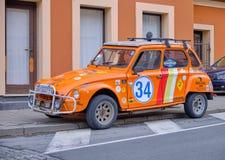 Orange bil för två hästkraft arkivfoton