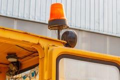 Orange Blinklicht auf einer Gabelstaplernahaufnahme Stockbild
