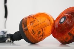 Orange Blitzgeber auf Tabelle an der Ausstellung Lizenzfreie Stockfotos