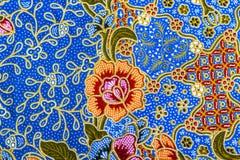 Orange blommamodell på batik Royaltyfri Fotografi