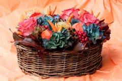 Orange Blumen-Blumenstrauß lizenzfreie stockbilder