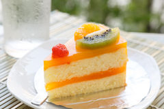 Orange cake and slice kiwi fruit Royalty Free Stock Photography