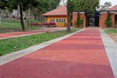 Orange cementväg royaltyfria bilder