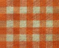 Orange checkered Segeltuchbeschaffenheits-Gewebehintergrund Stockbilder