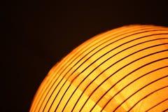 Orange chinesische Zusammenfassung des Papierlaternen-Lichtes halb Stockfotos
