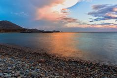 Orange - coucher du soleil bleu au-dessus de mer, Limnos images libres de droits