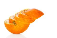 Orange coupée en tranches d'isolement sur le blanc Photo libre de droits