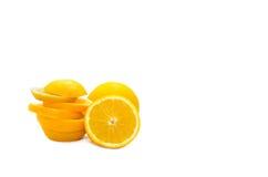 Orange coupée en tranches d'isolement sur le fond blanc Image stock