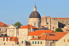 Orange Dächer in der alten Stadt Dubrovnik Stockbild