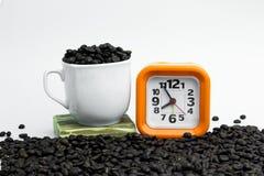 Orange d'horloge avec le contexte blanc Horloge orange sur un backgr blanc Photo libre de droits