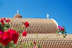 Orange Dachplatten der orthodoxen Kirche in Zypern Lizenzfreie Stockbilder