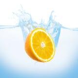 Orange dans l'eau Photo libre de droits