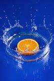 Orange dans l'eau Images libres de droits