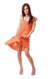orange de fille de robe de brunette photo stock
