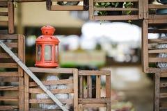 Orange de lampe arrière placée dans le jardin Photos libres de droits