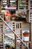 Orange de lampe arrière placée dans le jardin Photographie stock libre de droits