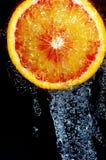 Orange in der Dusche Lizenzfreie Stockfotografie