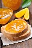 Orange driftstopp på rostat bröd Fotografering för Bildbyråer