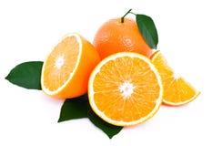 Orange entière, moitié de segment orange et orange. Images stock