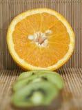 Orange et kiwi Photos libres de droits