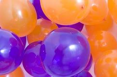 Orange et pourpre monte en ballon le fond Image stock