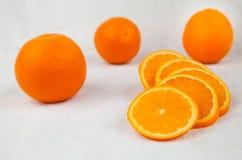 Orange et tranches fraîches photographie stock libre de droits