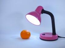 Orange et une lampe de bureau Photo libre de droits