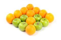Orange et vert pomme dans la forme de flèche vers l'avant Image libre de droits